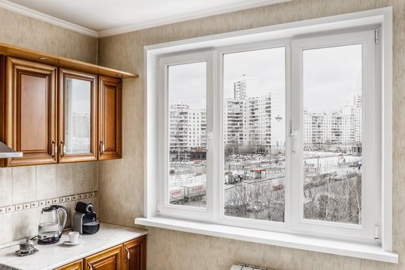 Установим тёплые и практичные окна Рехау в Московском!