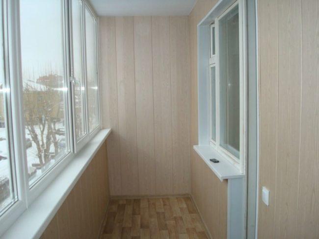 Бюджетный вариант отделки балкона