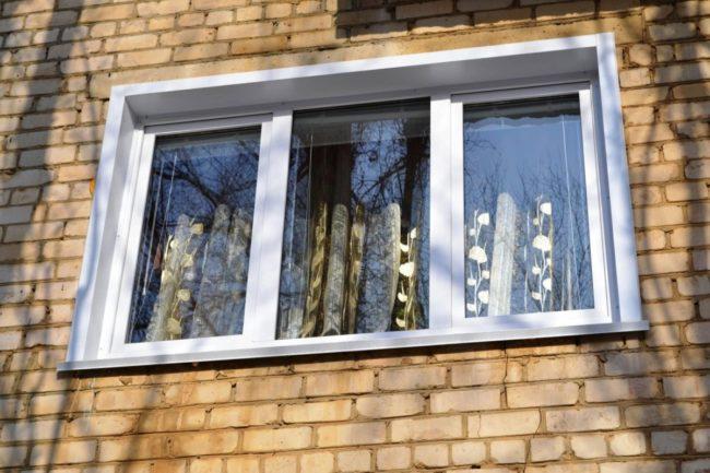 Трёхстворчатое окно с установкой откосов, отлива под ключ