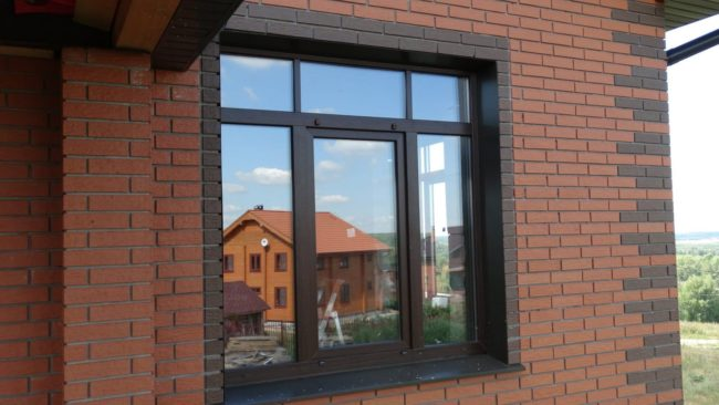 Пример установки ламинированного окна - нестандартное остекление